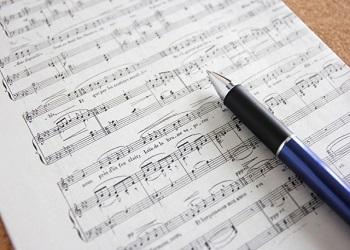 中央本町お仕事まつり「歌ってシンガーソングライター体験」