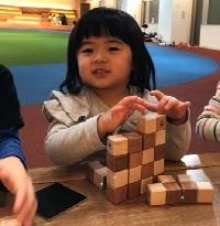 パパママサロンで指先遊び 木のブロック体験(5月14日)